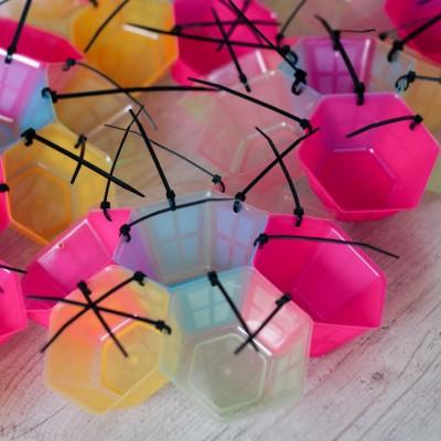 installazione-luminosa-riciclo-creativo-lampade (5)